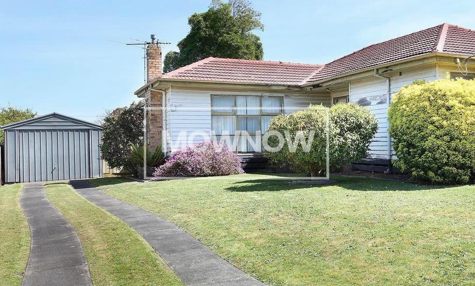 lawn-mowing-pakenham-melbourne-victoria-gardening-services-lawn-mowing-services-3